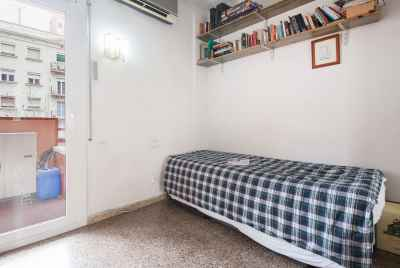 Spacious apartment with possibility of parking space in Gracia district of Barcelona